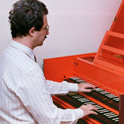 Playing a two-manual harpsichord with old fingerings